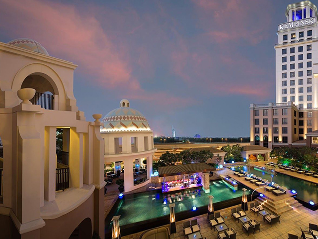 Sunset at the Kempinski Hotel Mall of the Emirates Dubai