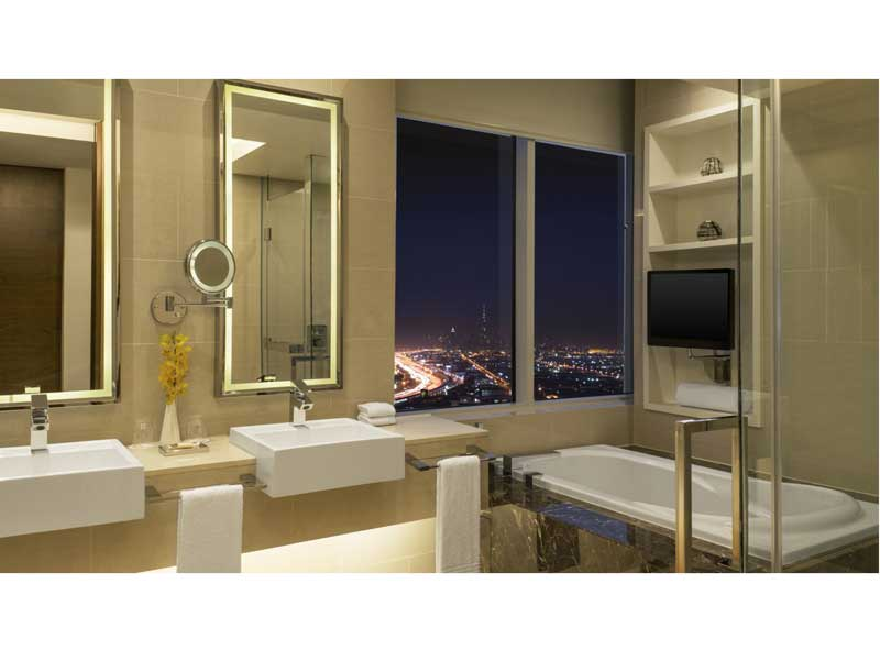 09ab95aca إطلالة رائعة من حمامات فندق شيراتون دبي مول الإمارات