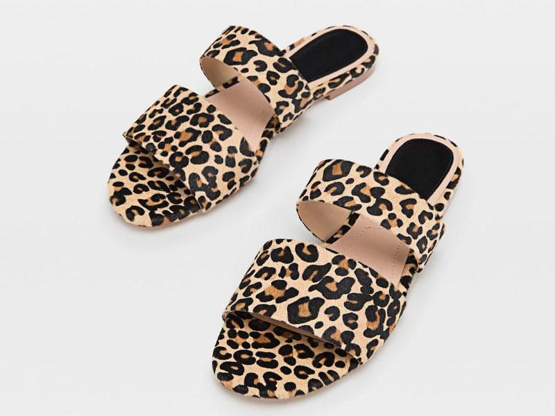 14a387df0 حذاء مفتوح بنقشة جلد النمر، من ستراديفاريوس، في مول الإمارات ومول مصر  ومراكز سيتي