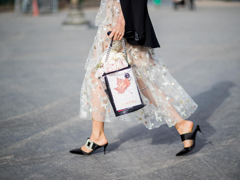 Street style influencer wearing crystal black shoes, star dress and a ladies' handbag