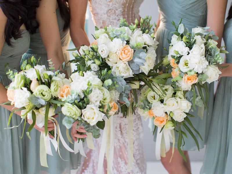 def36c7f3800c أفضل الفساتين لإشبينات العروس خلال موسم حفلات الزفاف الصيفية