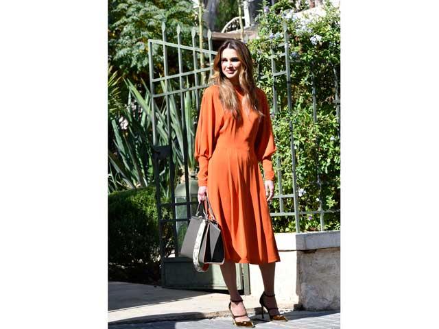 2615ce087 الملكة رانيا إحدى أكثر سيدات الأسر الحاكمة أناقةً